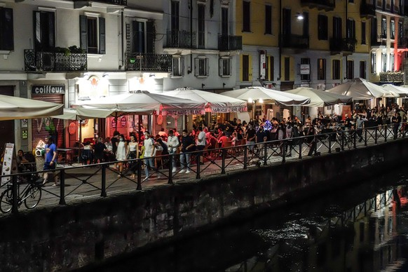 epa09271848 People gather for aperitif time and dinner in Milan, northern Italy, 14 June 2021. Approximately two-thirds of Italy is classed as low COVID-19 risk white zone as of Monday thanks to improved contagion data. This means that many of the nation's coronavirus restrictions can be eased in these regions, except for the obligation to wear facemasks and respect physical distancing.  EPA/Matteo Corner