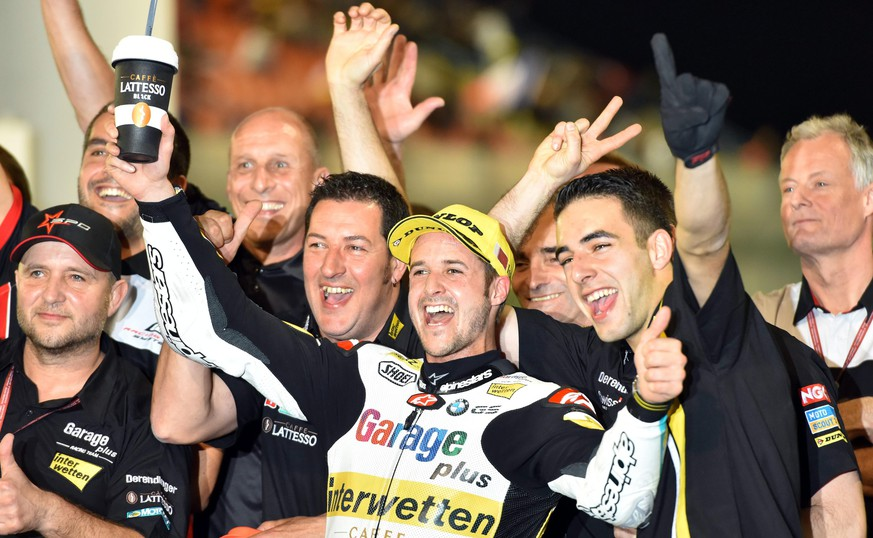 epa05222977 Swiss Moto2 rider Thomas Luethi (C) of the Garage Plus Interwetten team celebrates after winning the Moto2 race of the Motorcycling Grand Prix of Qatar at Losail International Circuit in Doha, Qatar, 20 March 2016.  EPA/STR