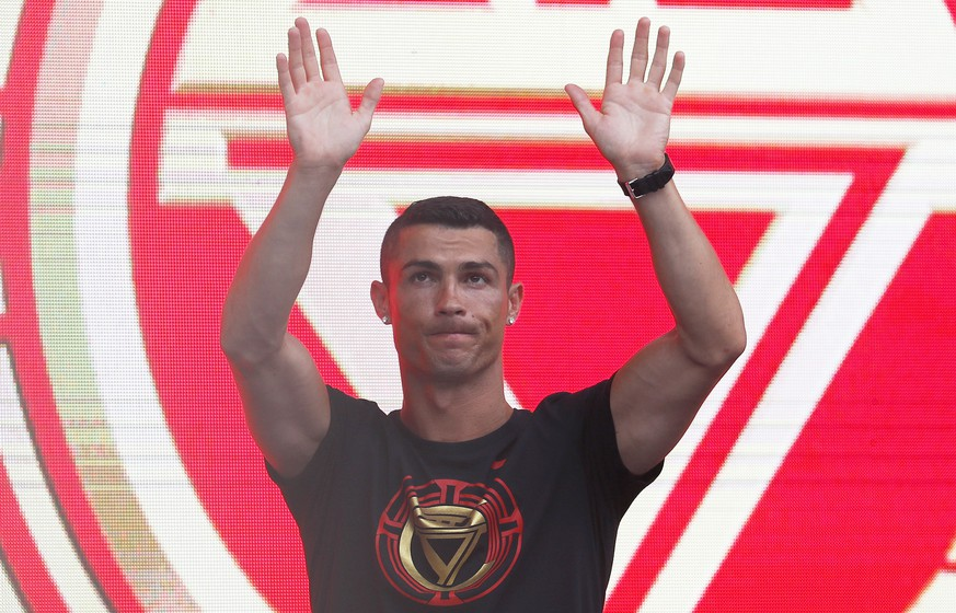 epa06897877 New Juventus soccer player Cristiano Ronaldo of Portugal greets fans during his visit to Beijing, China, 19 July 2018. Ronaldo is in China for his annual 'CR7 tour'.  EPA/WU HONG
