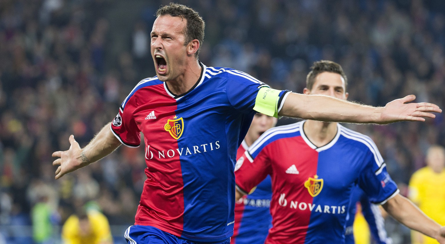 epa04427129 Basel's Marco Streller celebrates after scoring the 1-0 lead during the UEFA Champions League group B soccer match between FC Basel 1893 and Liverpool FC at St. Jakob-Park stadium in Basel, Switzerland, 01 October 2014.  EPA/PATRICK STRAUB