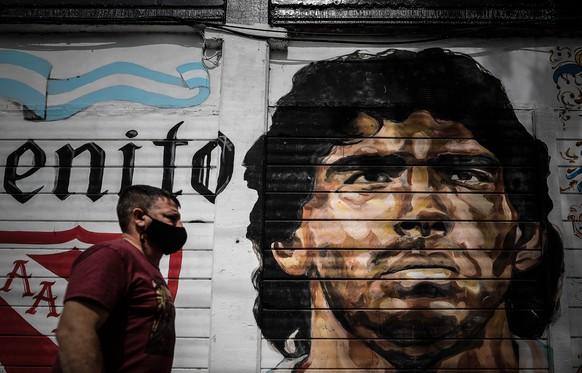 Am 25. November 2020 ist Diego Maradona im Alter von 60 Jahren an einem Herzinfarkt gestorben. Wir schauen nochmals auf das bewegte Leben des einst besten Fussballers des Planeten zurück.