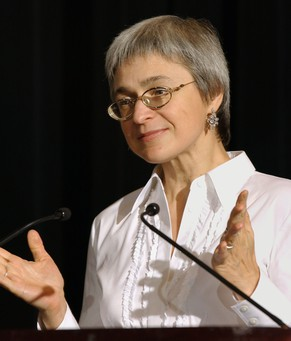 (FILES) A file picture taken on October 16, 2002 , shows renowned journalist and Kremlin critic Anna Politkovskaya speaking in New York while receiving a Courage in Journalism Award presented by the International Women's Media Foundation.  A jury in Moscow found today all five defendants guilty of organising and carrying out the 2006 murder of Politkovskaya, the Interfax news agency reported.  AFP PHOTO / STAN HONDA