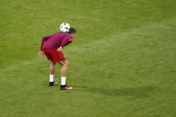Football Soccer - Portugal v Iceland - EURO 2016 - Group F - Stade Geoffroy-Guichard, Saint-Étienne, France - 14/6/16 Portugal's Cristiano Ronaldo warms up before the game REUTERS/Max Rossi Livepic