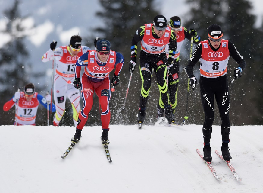 OBERSTDORF, GERMANY - JANUARY 04:  Martin Johnsrud Sundby (L) of Norway and Jonas Baumann (R) of Switzerland lead a group of athletes during the Men's 15 km Pursuit Classic event for the FIS Cross Country World Cup Tour de Ski  on January 4, 2015 in Oberstdorf, Germany.  (Photo by Matthias Hangst/Bongarts/Getty Images)