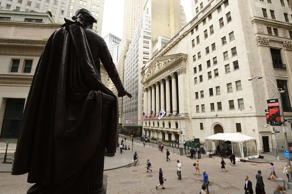 (FILES)In this May 13, 2014 file photo a statue of George Washington looks out over the New York Stock Exchange building in New York. US stocks opened lower September 9, 2014 after Home Depot disclosed that hackers infiltrated its payment system and ahead of an Apple event that is expected to launch new products. AFP PHOTO/Stan HONDA / FILES