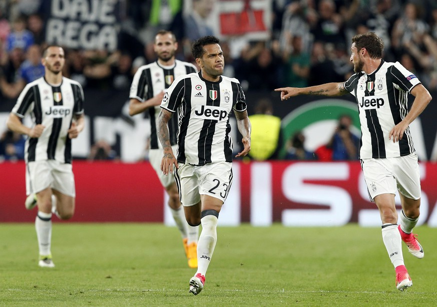 Juventus' scorer Dani Alves, front center, and his teammates celebrate their side's 2nd goal during the Champions League semi final second leg soccer match between Juventus and Monaco in Turin, Italy, Tuesday, May 9, 2017. (AP Photo/Antonio Calanni)