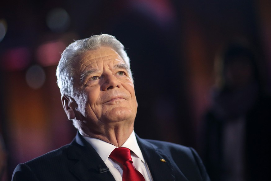 epa05344801 An archive picture made available on 03 June 2016 shows German President Joachim Gauck in Mainz, Germany, 18 December 2015. According to reports from 03 June 2016, Gauck is not seeking a second term in office.  EPA/FREDRIK VON ERICHSEN