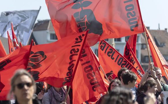 Wegen Coronavirus-Pandemie 2020 nicht zu sehen: Ein Demonstrationszug, hier am 1. Mai 2019 in Basel. (Archivbild)
