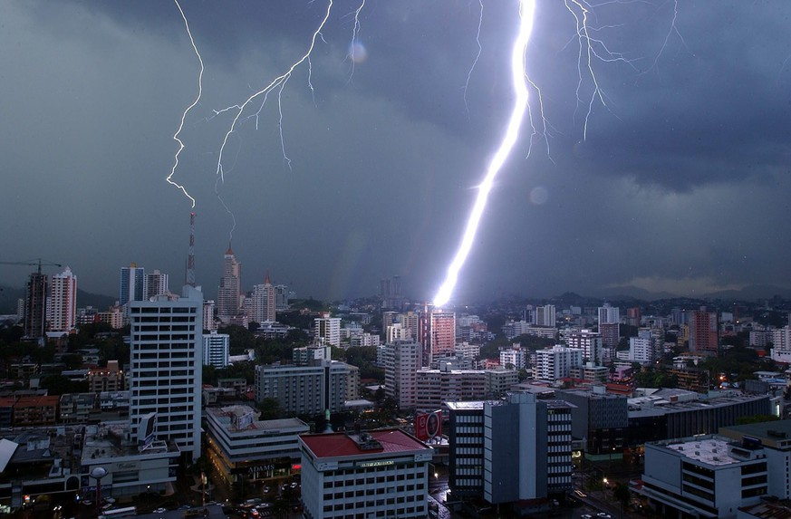 epa05243142 (FILE) A file picture dated 16  September 2004 shows lightning striking a building in Panama City, Panama. Millions of leaked documents published on 03 April 2016 suggest that 140 politicians and officials from around the globe, including 72 former and current world leaders, have connections with secret 'offshore' companies to escape tax scrutiny in their countries. The leak involves 11.5 million documents from one of the world's largest offshore law firms, Mossack Fonseca, based in Panama. The investigation dubbed 'The Panama Papers' was undertaken and headed by German newspaper Sueddeutsche Zeitung and Washington-based International Consortium of Investigative Journalists (ICIJ), with the collaboration of reporters from more than 100 media outlets in 78 countries around the world.  EPA/MARCOS DELGADO *** Local Caption *** 00327996