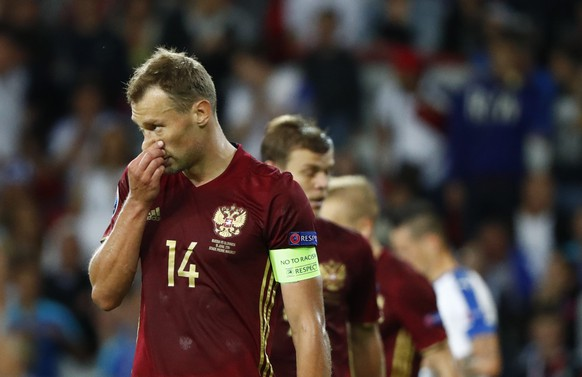 Football Soccer - Russia v Slovakia - EURO 2016 - Group B - Stade Pierre-Mauroy, Lille, France - 15/6/16 Russia's Vasili Berezutski looks dejected after Slovakia's Marek Hamsik (not pictured) scores their second goal  REUTERS/Christian Hartmann Livepic