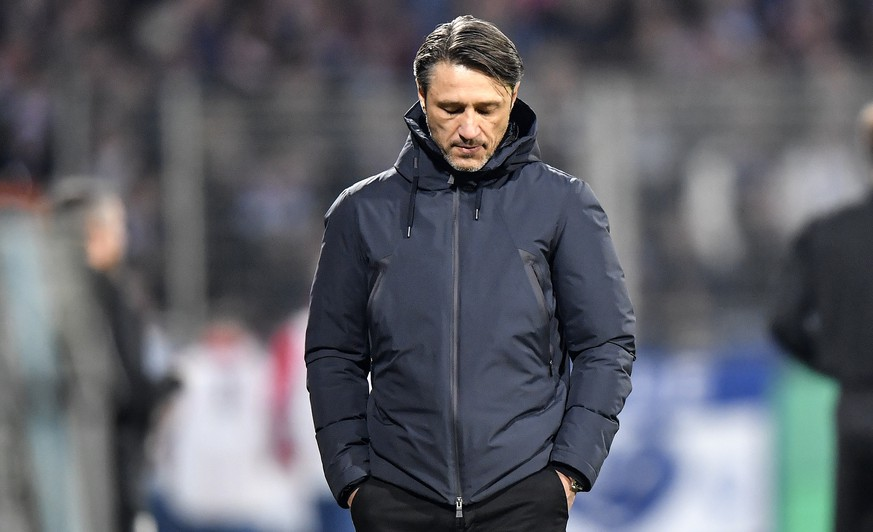 Bayern's head coach Niko Kovac walks in his coaching zone during the German soccer cup, DFB Pokal, second Round match between VfL Bochum and Bayern Munich in Bochum, Germany, Tuesday, Oct. 29, 2019. Top club Bayern defeated Bochum of the second Division only with a late 2-1, Kovac as manager is still under pressure. (AP Photo/Martin Meissner)