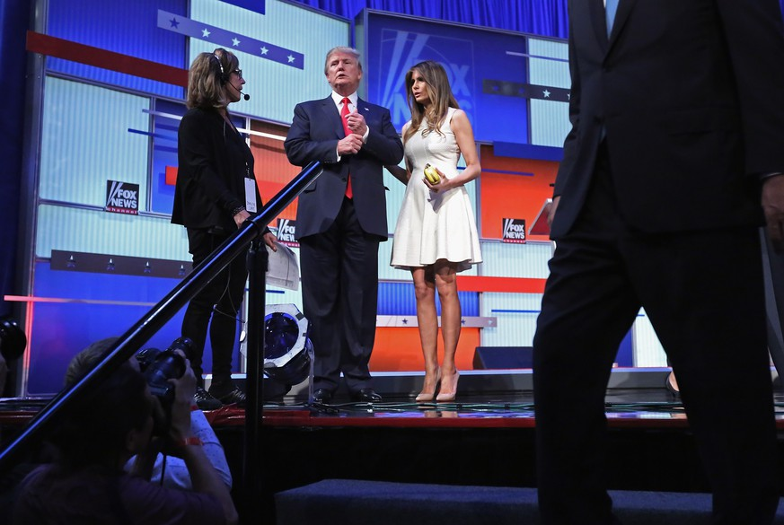 CLEVELAND, OH - AUGUST 06:  Republican presidential candidate Donald Trump (C) and his wife Melania Trump stand on the stage after the first prime-time presidential debate hosted by FOX News and Facebook at the Quicken Loans Arena August 6, 2015 in Cleveland, Ohio. The top-ten GOP candidates were selected to participate in the debate based on their rank in an average of the five most recent national political polls.  (Photo by Chip Somodevilla/Getty Images)