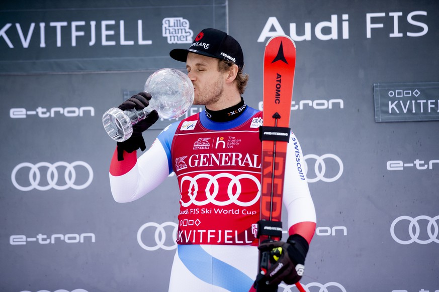 epa08277911 Mauro Caviezel from Switzerland, the winner of the Super-G Overall World Cup, kisses his Crystal Ball at an award ceremony after the World Cup in Super-G was canceled in Kvitfjell, Norway, 08 March 2020.  EPA/Stian Lysberg Solum NORWAY OUT