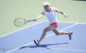 epa04368136 Romina Oprandi of Switzerland hits a return to Daniela Hantuchova of Slovankia during the 2014 US Open Tennis Championship at the USTA National Tennis Center in Flushing, Meadows, New York, USA, 25 August 2014. The US Open runs through Monday 08 September, a 15-day schedule.  EPA/JOHN G. MABANGLO