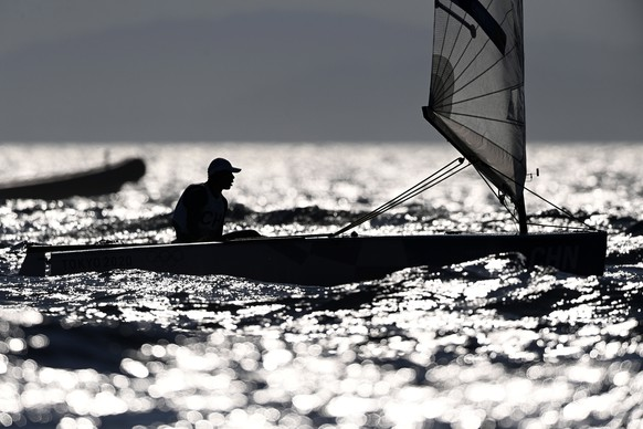 epaselect epa09384978 Chen he of China after competing in the Men's Finn Class discipline during the Sailing events of the Tokyo 2020 Olympic Games in Enoshima, Japan, 01 August 2021.  EPA/TAMAS KOVACS HUNGARY OUT
