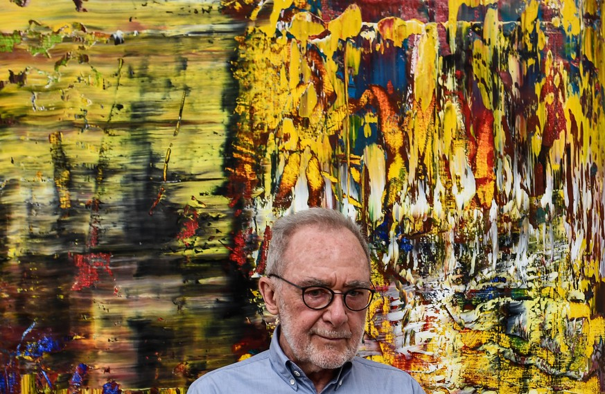 epa05974160 German artist Gerhard Richter poses with his Abstract painting after a press conference of his exhibition the 'Gerhard Richter.New Paintings' in the Albertinum Modern Art Museum in Dresden, Germany, 19 May 2017. The exhibition of new paintings of Gerhard Richter from the Gerhard Richter Archive of the Dresden State Art Collections is presented on the occasion of Richter's 85th birthday.  EPA/FILIP SINGER