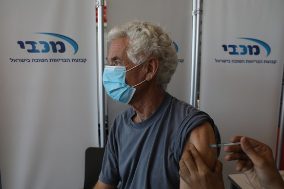 epa08899352 People over the age of 60 receive the first dose of coronavirus vaccine, in the Heichal Shlomo Sports Arena that turned into a massive vaccination center in Tel Aviv, Israel, 22 December 2020. Israel launched a nationwide vaccination campaign, people over the age of 60 will receive the vaccine first.  EPA/ABIR SULTAN