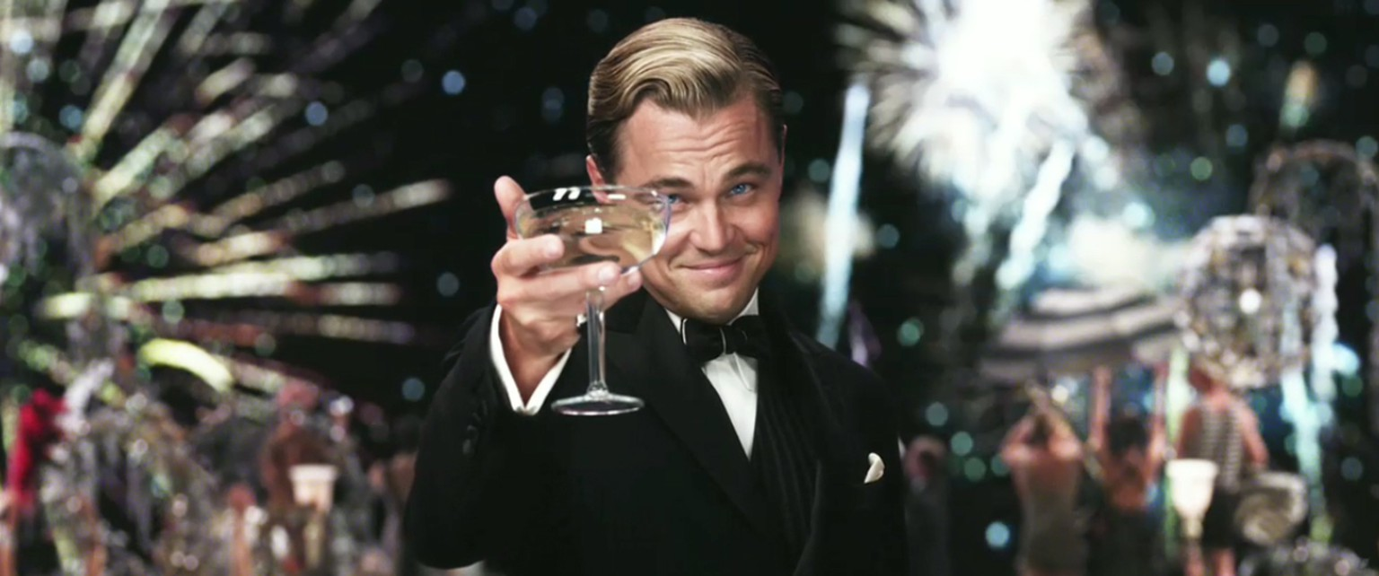https://www.thekindland.com/culture/15-times-leo-looked-right-at-you-1007 leonardo dicaprio leo cheers cocktail great gatsby martini wodka gin trinken alkohol drinks drink hollywood prost