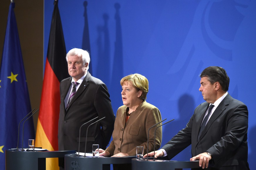 epa05012771 CDU leader and German Chancellor Angela Merkel (C), CSU leader and Bavarian premier Horst Seehofer (L) and SPD leader and German Economy Minister Sigmar Gabriel (R) speak before a meeting of the German state premieres with Chancellor Merkel and the government, on the topic of refugee policy, at the federal chancellery in Berlin, Germany, 05 November 2015. German Chancellor Merkel's tri-lateral talks with Social Democratic (SPD) leader Sigmar Gabriel and Christian Social Union (CSU) leader Horst Seehofer center on her conservative bloc's proposal of so-called transit zones, areas where asylum seekers are processed without officially entering Germany. Merkel's later meeting with Germany's 16 state premiers will likely center on more state funding for migrants from Berlin. Official forecasts say Germany will take in 800,000 asylum-seekers this year, but some officials say the true number may exceed one million as thousands arrive daily.  EPA/SOEREN STACHE
