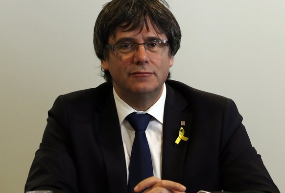 epa06676566 Former Catalan president Carles Puigdemont looks on during a working meeting with members of his parliamentary group, Junts per Catalunya, in Berlin, Germany, 18 April 2018. Puigdemont and the Catalan political platform centered around him discussed further plans on proposing a president for the Catalonian Government and avoid new elections. Puigdemont resides in Berlin because he is still formally in detention and may not leave Germany until German justice decides on his extradition to Spain according to a European arrest warrant.  EPA/FELIPE TRUEBA