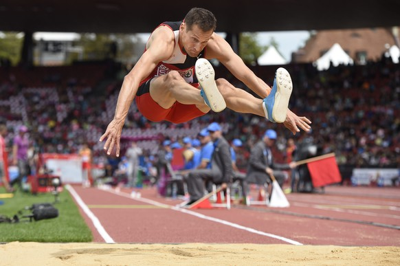 Alexander Hochuli from Switzerland competes in the men's triple jump event at the first day of the European Athletics Championships in the Letzigrund Stadium in Zurich, Switzerland, Tuesday, August 12, 2014. (KEYSTONE/Ennio Leanza)