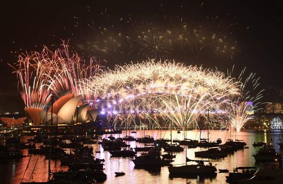Krachender Jahresbeginn: Sydney feiert mit einem spektakulären Feuerwerk das Jahr 2017.