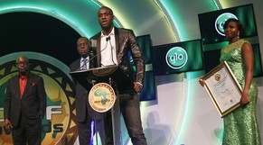 Yaya Toure, of the Ivory Coast and Manchester City, makes a speech after receiving the African Player of the Year award, for a record fourth straight time, during the Confederation of African Football (CAF) award ceremony in Lagos, January 8, 2015. REUTERS/Akintunde Akinleye (NIGERIA - Tags: SPORT SOCCER)