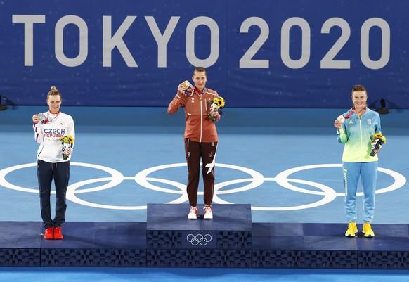 <strong>Tennis, Frauen, Einzel</strong> <strong>Gold: Belinda Bencic (SUI)</strong> Silber: Marketa Vondrousova (CZE) Bronze: Jelina Switolina (UKR)