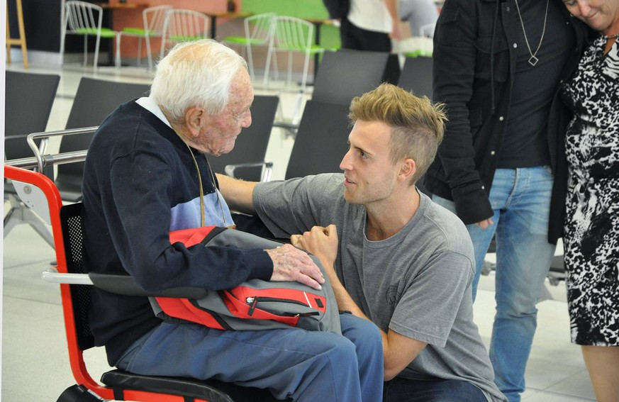 epa06706097 Australian scientist Professor David Goodall (L) farewells his grandson at Perth Airport, Perth, Western Australia, Australia, 02 May 2018. The 104-year-old is travelling to Switzerland where he has chosen to die by voluntary euthanasia. According to reports, Australia's oldest scientist, who has no terminal illness, planned to visit his family in France before dying in Switzerland on 10 May.  EPA/SOPHIE MOORE  AUSTRALIA AND NEW ZEALAND OUT