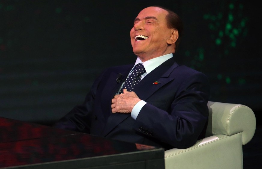 epa06352882 Former Italian prime minister and leader of 'Forza Italia' party Silvio Berlusconi during the TV show 'Che tempo che fa' in Milan, Italy, 26 November 2017. Italy is to hold general elections in 2018.  EPA/MATTEO BAZZI
