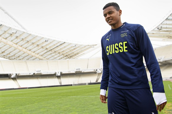 epa06621043 Swiss national soccer team player Manuel Akanji attends his team's training session at the Olympic stadium in Athens, Greece, 22 March 2018. Switzerland will face Greece in their International Friendly soccer match on 23 March 2018.  EPA/LAURENT GILLIERON