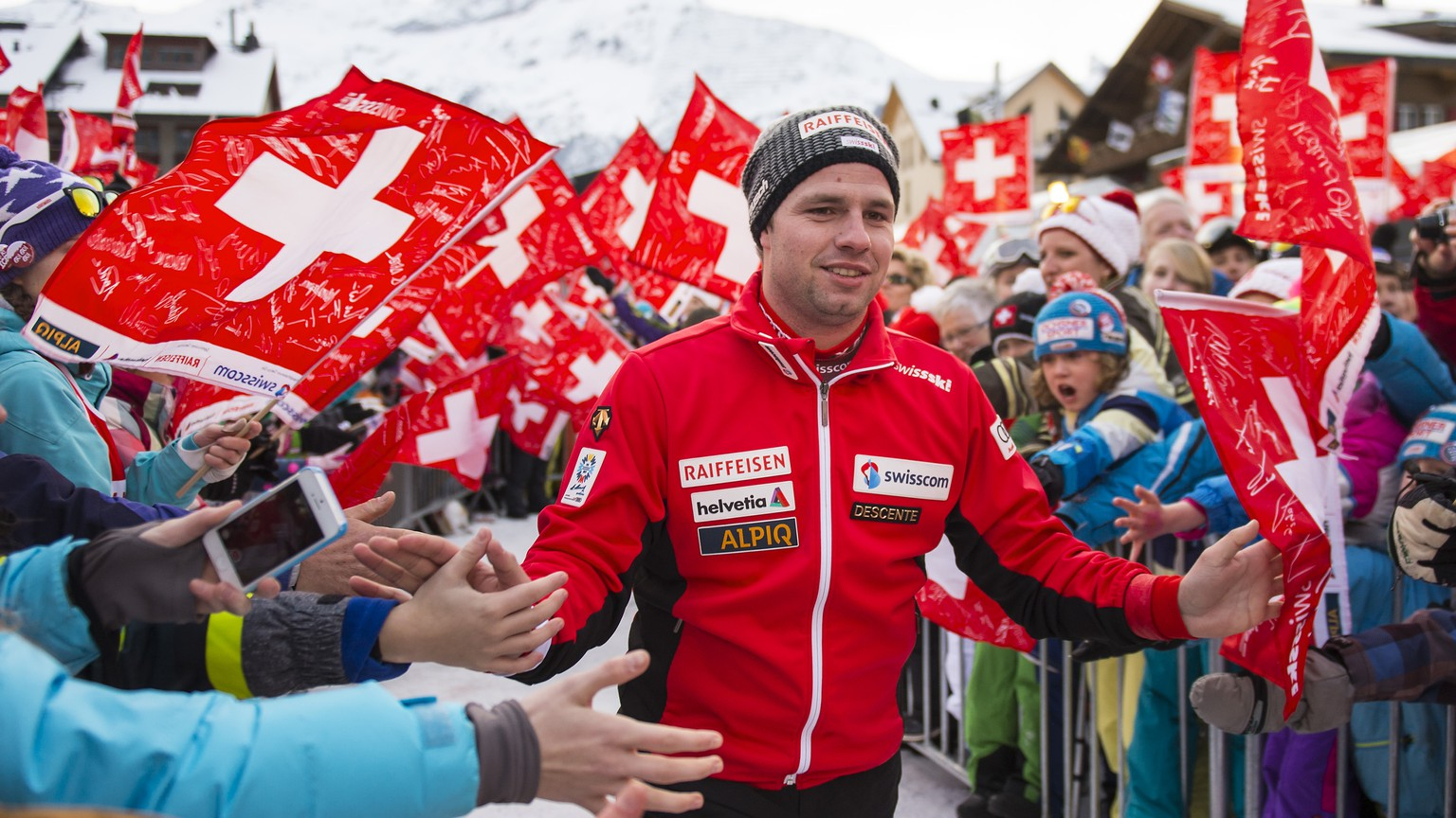 Beat Feuz of Switzerland, 2nd place, celebrates with fans during the prize giving ceremony after the men's downhill race of the FIS Alpine Ski World Cup season at the Lauberhorn, in Wengen, Switzerland, Sunday, January 18, 2015. (KEYSTONE/Jean-Christophe Bott)