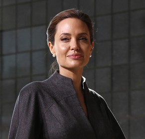 Actress and campaigner Angelina Jolie arrives at a summit to end sexual violence in conflict, at the Excel centre in London June 13, 2014. REUTERS/Luke MacGregor  (BRITAIN - Tags: ENTERTAINMENT CRIME LAW SOCIETY POLITICS)