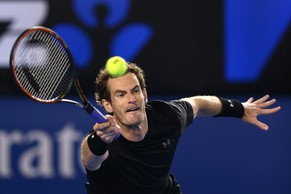 MELBOURNE, AUSTRALIA - JANUARY 29:  Andy Murray of Great Britain plays a forehand in his semifinal match against Tomas Berdych of the Czech Republic during day 11 of the 2015 Australian Open at Melbourne Park on January 29, 2015 in Melbourne, Australia.  (Photo by Cameron Spencer/Getty Images)