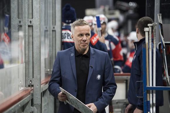 Zurich's Headcoach Hans Wallson reacts during the Champions Hockey League quarter final ice hockey match between Switzerland's ZSC Zurich and Sweden's Vaxjo Lakers, at the Hallenstadion, in Zurich, Switzerland, Tuesday, December 6, 2016. (KEYSTONE/Ennio Leanza)