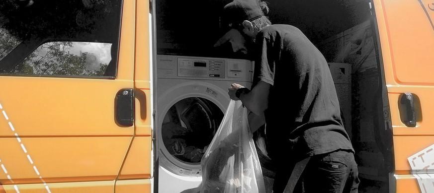 ein umgebauter van zwei waschmaschinen und zwei trockner erleichtern das leben von obdachlosen. Black Bedroom Furniture Sets. Home Design Ideas
