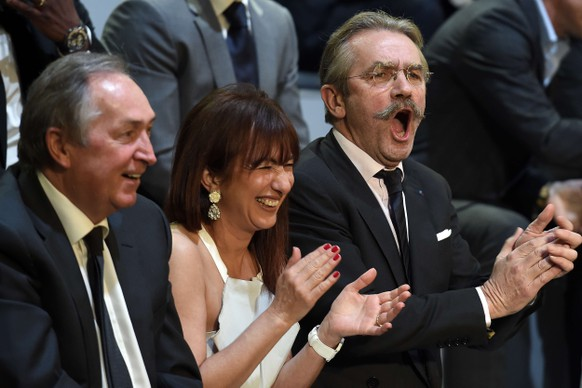 """French football professional league (LFP) president Frederic Thiriez (R) reacts prior to take part in the TV show """"Canal Football Club"""" on May 11, 2014 in Paris, while former French coach Gerard Houllier (L) and Thiriez' wife Marie-Claire Carrere-Gee look on, as part of the 23th edition of the UNFP (French National Professional Football players Union) trophy ceremony. AFP PHOTO / FRANCK FIFE"""