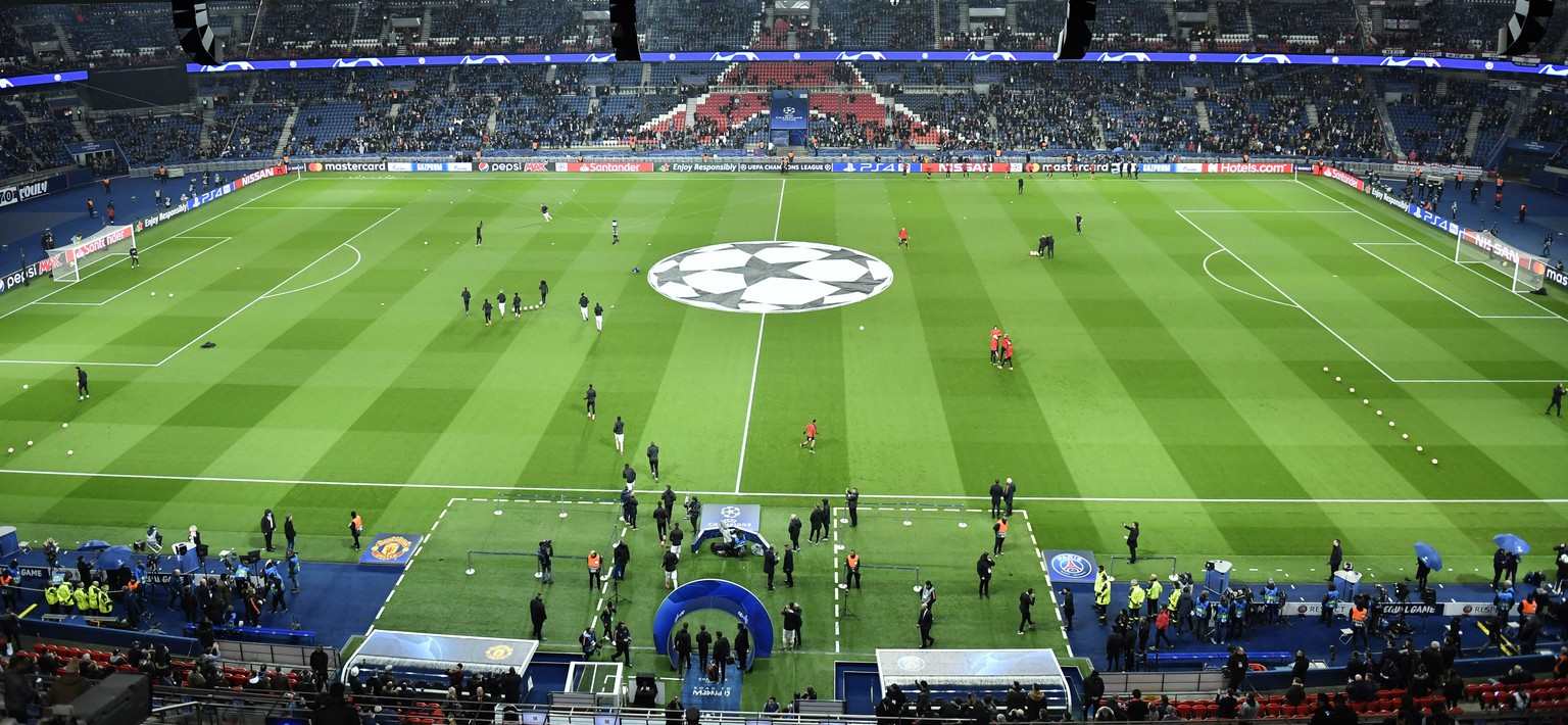 epa07418008 General view of Parc des Princes stadium before the UEFA Champions League round of 16 second leg soccer match between PSG and Manchester United at the Parc des Princes Stadium in Paris, France, 06 March 2019.  EPA/JULIEN DE ROSA