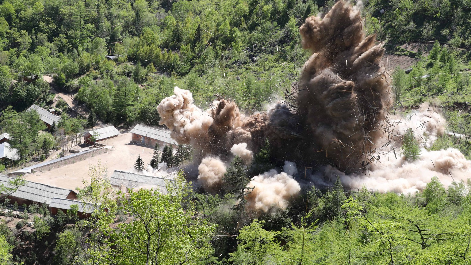 epa06761540 Earth is displaced during an explosion on the first day of dismantling at North Korea's Punggye-ri nuclear test site in Punggye-ri, North Korea, 24 May 2018 (issued 25 May 2018). On 24 May North Korea started to demolish its Punggye-ri nuclear test facility, in the country's northeast. South Korean journalists covering the process said the demolition of the site was carried out in a series of explosions over several hours on the day.  EPA/NEWS 1 KOREA SOUTH KOREA OUT