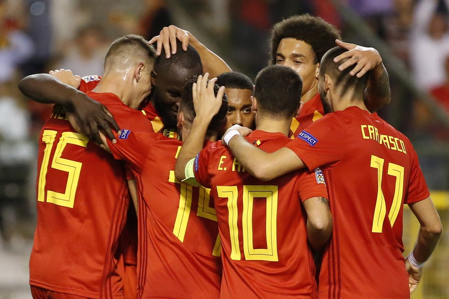 epa07089409 Belgium's Romelu Lukaku (2-L) celebrates with teammates scoring the 1-0 lead during the UEFA Nations League soccer match between Belgium and Switzerland at the King Baudouin Stadium in Brussels, 12 October 2018.  EPA/JULIEN WARNAND