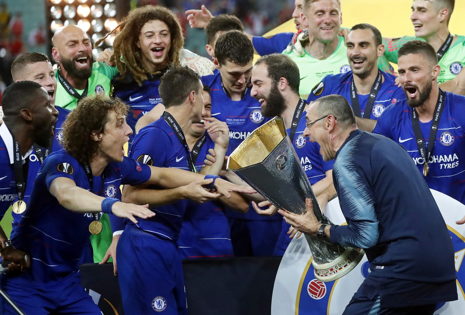 epa07611407 Chelsea's manager Maurizio Sarri (R) and David Luiz (L) celebrate with the trophy after winning the UEFA Europa League final between Chelsea FC and Arsenal FC at the Olympic Stadium in Baku, Azerbaijan, 30 May 2019. Chelsea won 4-1.  EPA/MAXIM SHIPENKOV