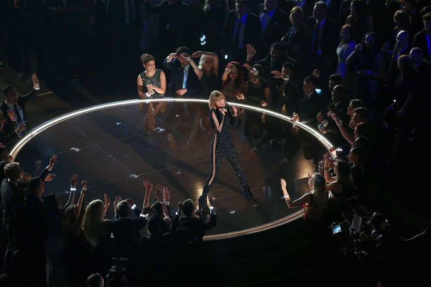 LOS ANGELES, CA - FEBRUARY 15:  Singer Taylor Swift performs onstage during The 58th GRAMMY Awards at Staples Center on February 15, 2016 in Los Angeles, California.  (Photo by Christopher Polk/Getty Images for NARAS)