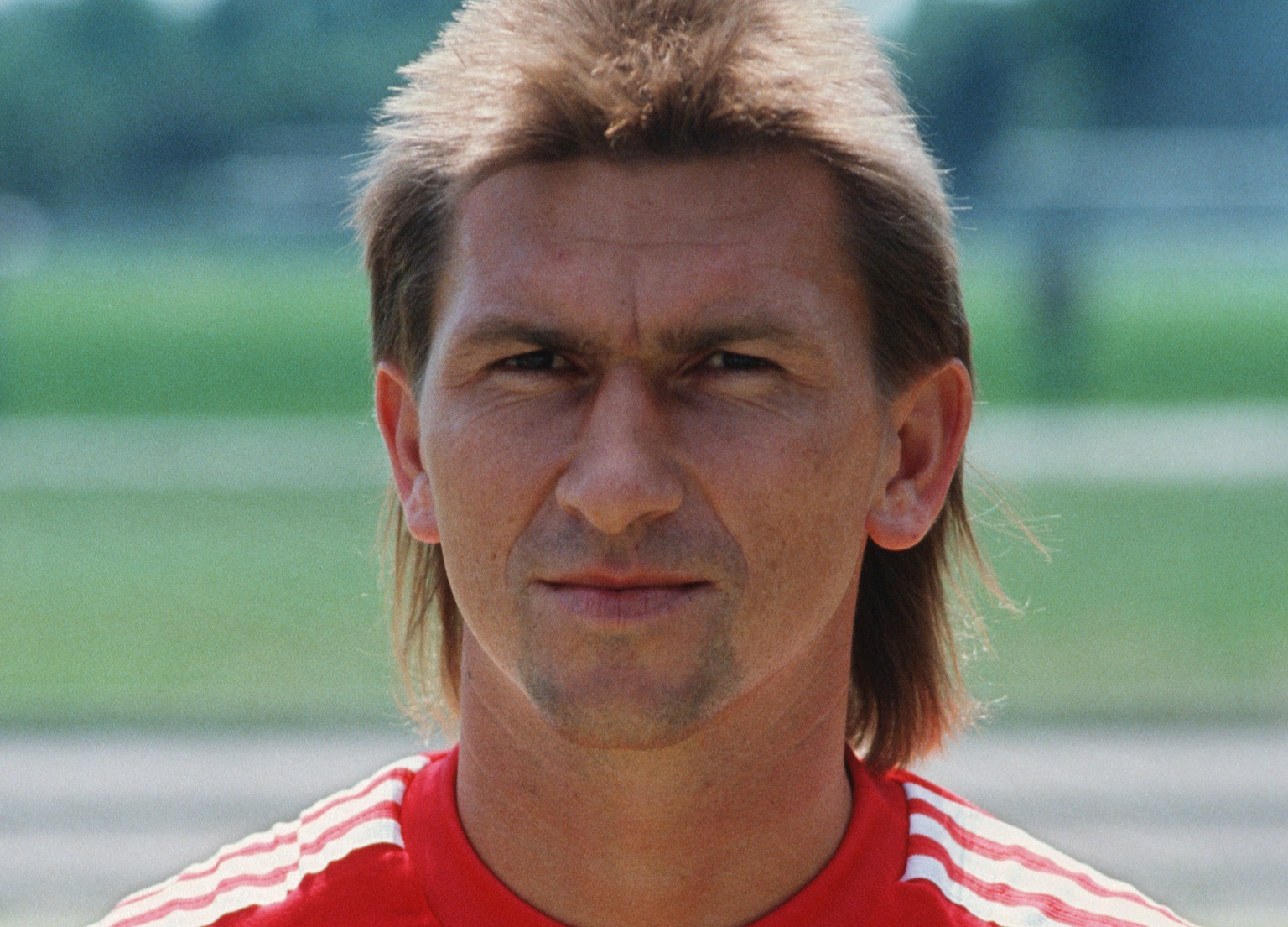 MUNICH, GERMANY - JULY 01: Klaus Augenthaler of Munich poses during the photo call and team presentation of FC Bayern Munich on July 01, 1988 in Munich, Germany.  (Photo by Bongarts/Getty Images)