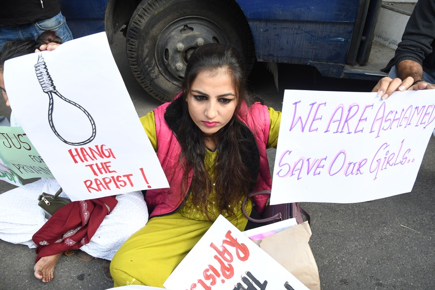 epa08034416 A woman holds placards as she protests after a 27-year-old was raped and killed, in New Delhi, India, 30 November 2019. According to media reports, an Indian veterinarian was gang-raped, murdered and burnt after she went missing on 27 November in Hyderabad, southern India.  EPA/STR