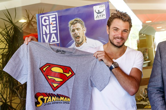 epa04714574 Swiss tennis player Stanislas 'Stan' Wawrinka poses with a shirt reading 'Stan the Man of the Geneva Open' during a press briefing of the Geneva Open ATP 250 tennis tournament in Geneva, Switzerland, 21 April 2015. The Geneva Open will take place from 17 to 23 May 2015.  EPA/SALVATORE DI NOLFI