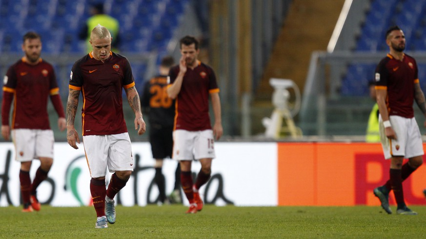 Roma's players react after Atalanta's German Gustavo Denis scored on a penalty kick during a Serie A soccer match between Roma and Atalanta, at Rome's Olympic stadium, Sunday, Nov. 29, 2015. (AP Photo/Riccardo De Luca)