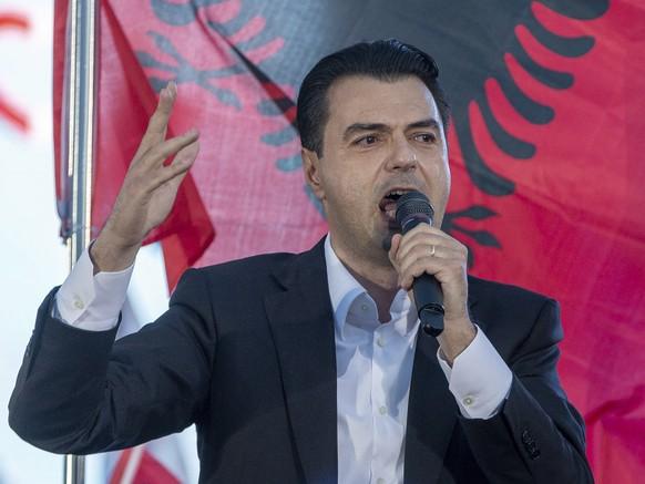Oppositionsführer Lulzim Basha wirft Rama vor, die Demokratie in Albanien liquidieren zu wollen.