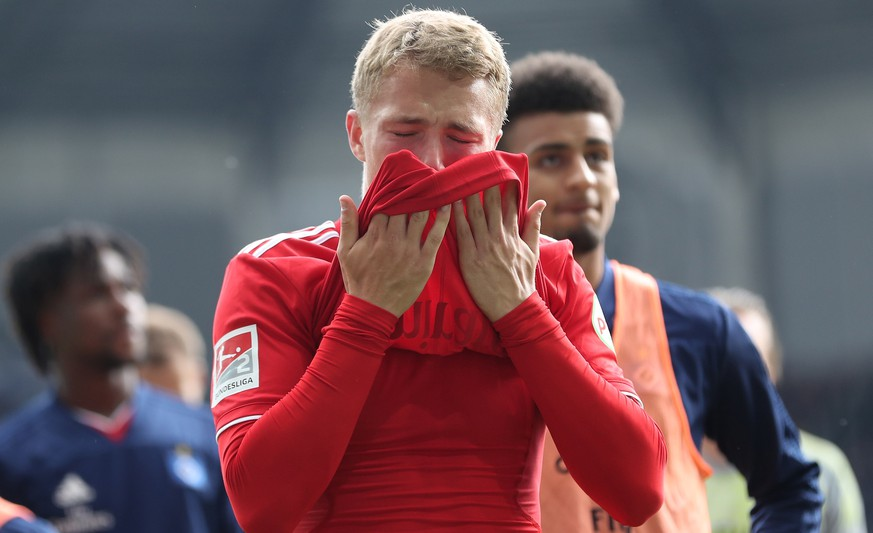epa07564873 Hamburg's Jann-Fiete Arp reacts after the German 2. Bundesliga soccer match between SC Paderborn and Hamburger SV in Paderborn, Germany, 12 May 2019.  EPA/FRIEDEMANN VOGEL CONDITIONS - ATTENTION: The DFL regulations prohibit any use of photographs as image sequences and/or quasi-video.