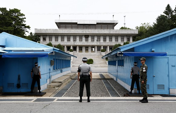 epa04856131 South Korean soldiers stand guard at the Military Demarcation Line in the Demilitarized Zone (DMZ) in the border village Panmunjom, South Korea, 22 July 2015. North Korea is believed to have erected a gantry at the station that is capable of firing long-range missiles twice the size of the 30-meter-long 'Unha-3', South Korean military and intelligence officials said on 22 July 2015.  EPA/JEON HEON-KYUN