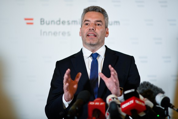 epa08794281 Austrian Interior Minister Karl Nehammer speaks during a press conference after multiple shootings in the first district of Vienna, Austria, 02 November 2020. According to recent reports, at least one person is reported to have died and many are injured in what officials treat as a terror attack.  EPA/CHRISTIAN BRUNA